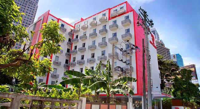 Red Planet Asoke, Bangkok - Bangkok - Building