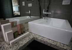 Aranjuez Hotel & Suites - เดวิด - ห้องน้ำ