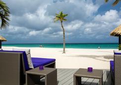 Bucuti & Tara Beach Resort - Adults Only - ออรานเจสตัด - บาร์