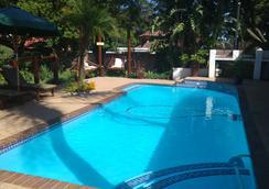 Journey's Inn Africa Guest Lodge - โจฮันเนสเบิร์ก - สระว่ายน้ำ