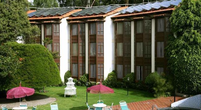 Portales - Cochabamba - Building