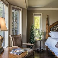 E'Laysa Guesthouse and Vineyard Retreat Featured Image