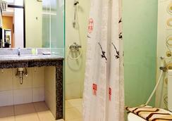 Sweet Karina Hotel - บันดุง - ห้องน้ำ
