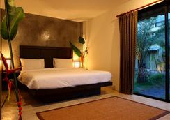 Taro Hotel - กมลา - ห้องนอน