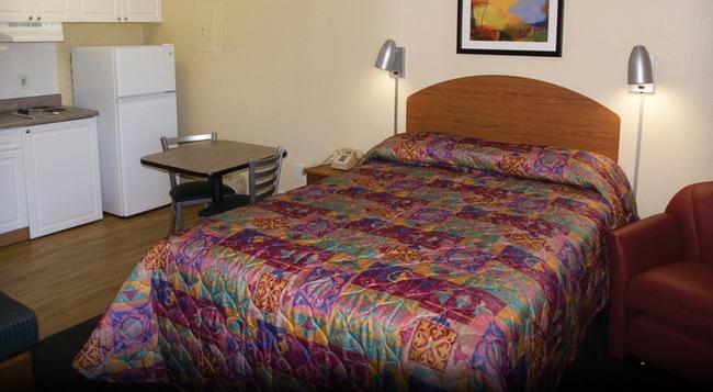Intown Suites - Dayton - Bedroom