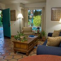 Villa Rosa Inn Living Area