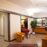 Hotel Des Artistes Lobby