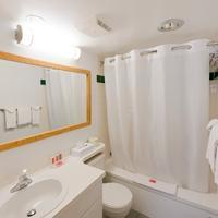 Riviera City Centre Inn Bathroom