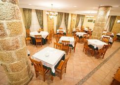 Diufain - โกนิล เด ลา ฟรอนเตรา - ร้านอาหาร