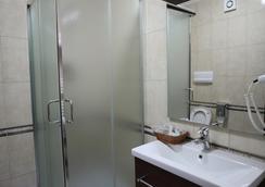 Dinasty Hotel - ติรานา - ห้องน้ำ