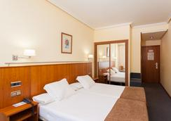 Hotel Ciudad De Compostela - ซานติกาโก เด กอมปอสเตลา - ห้องนอน