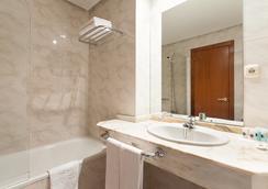 Hotel Ciudad De Compostela - ซานติกาโก เด กอมปอสเตลา - ห้องน้ำ