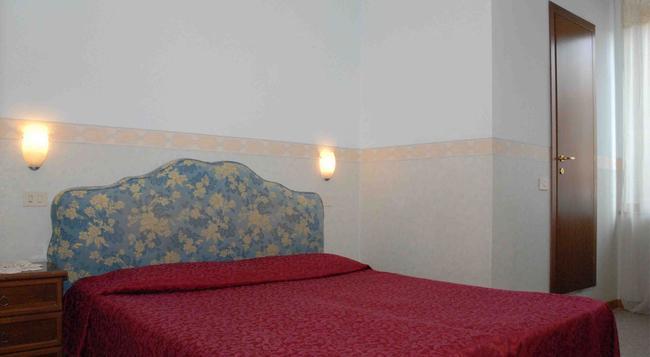 Hotel Capri - Rome - Bedroom