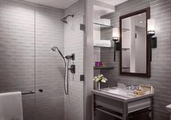 Plaza la Reina - ลอสแอนเจลิส - ห้องน้ำ