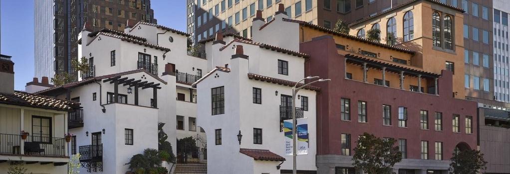 Plaza la Reina - Los Angeles - Building