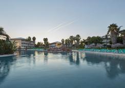 Portaventura Hotel Caribe - Theme Park Tickets Included - ซาลู - สระว่ายน้ำ