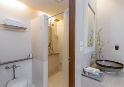 โรงแรมชิโนเฮ้าส์ ภูเก็ต - ภูเก็ต - ห้องน้ำ