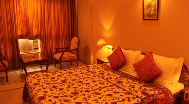 Kailash Parbat - Lonavala - Bedroom