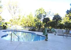 Allure Suites - ฟอร์ท ไมเออร์ - สระว่ายน้ำ