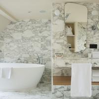 Artus Hotel Bathroom