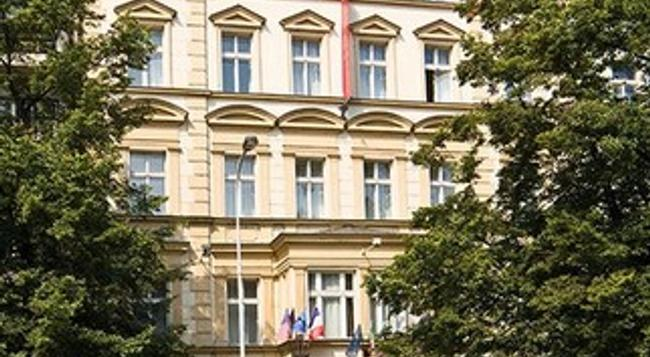 Hotel Tyl - Prague - Building