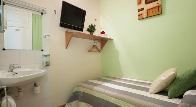 Hostal Felipe II - Barcelona - Bedroom