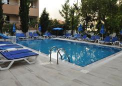 Kleopatra Celine Hotel - อลันยา - สระว่ายน้ำ