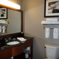 Wingate by Wyndham Columbia Bathroom