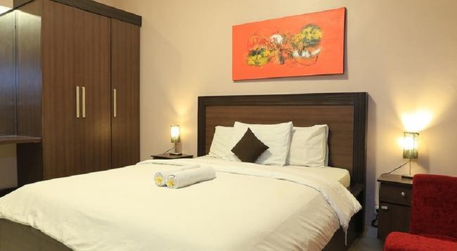 RedDoorz @ Kartika Plaza - Denpasar - Bedroom