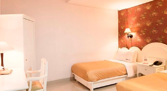 RedDoorz @ Gatot Subroto - Bandung - Bedroom