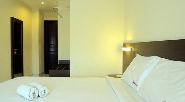 RedDoorz @ Nakula Dewi Sri - Denpasar - Bedroom