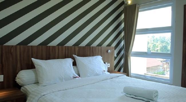 RedDoorz Near Canggu Club - Denpasar - Bedroom