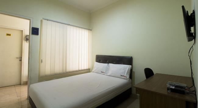 Reddoorz @ Salemba Raya - Jakarta - Bedroom