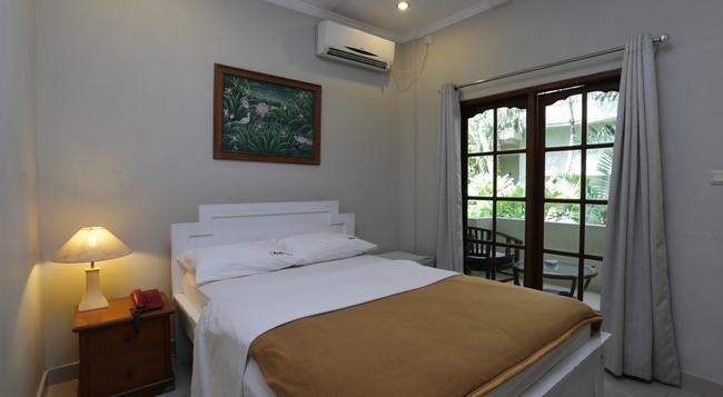 RedDoorz Near Pantai Double Six - Denpasar - Bedroom