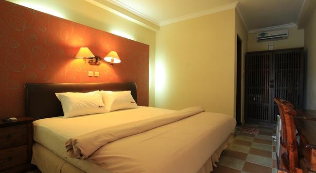 RedDoorz Near Discovery Mall Kuta - Denpasar - Bedroom