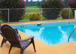 Timberlake Motel - ลินช์เบิร์ก - สระว่ายน้ำ
