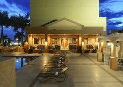 Hampton Inn & Suites - Miami-Airport South/Blue Lagoon - ไมอามีบีช - สระว่ายน้ำ