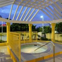 Hampton Inn & Suites Miami-Airport South-Blue Lagoon Outdoor Spa Tub