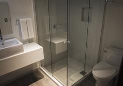 Hotel Platino Expo - กวาดาลาฮารา - ห้องน้ำ