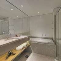Hotel Deville Prime Campo Grande Bathroom