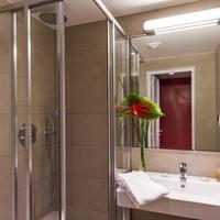 Midnight Hotel Paris Bathroom