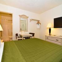 Super 8 San Diego Hotel Circle Guestroom