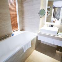 Holiday Beach Danang Hotel & Resort Bathroom