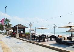 Holiday Beach Danang Hotel & Resort - ดานัง - ชายหาด