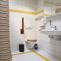Budget Hostel Zurich Bathroom