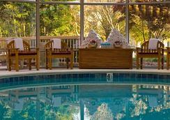 Renaissance Charlotte SouthPark Hotel - ชาร์ล็อต - สระว่ายน้ำ