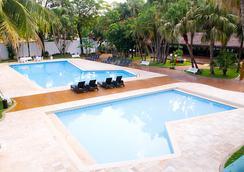 Hotel Lanville Athenee - ฟอส โด อีกวาซู - สระว่ายน้ำ