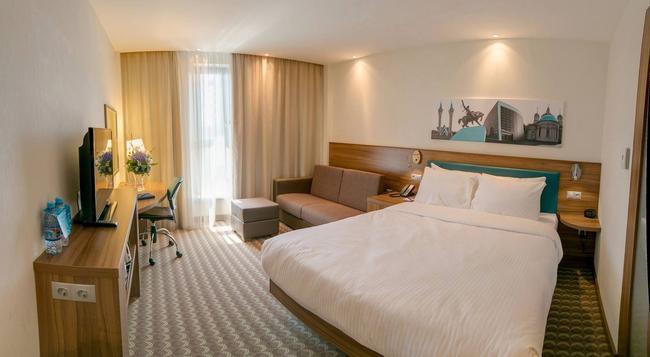 Hampton by Hilton Ufa Russia - Ufa - Bedroom
