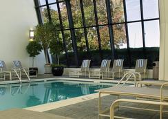 Renaissance Denver Stapleton Hotel - เดนเวอร์ - สระว่ายน้ำ