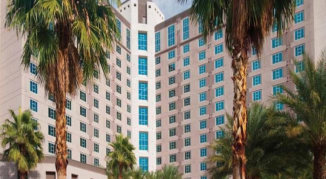 Suites at Hilton Grand Vacations Club on Paradise - Las Vegas - Building